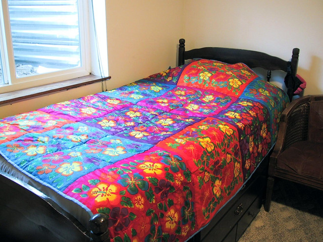 The many colors of Maya : quilt on bed - Adamdwight.com